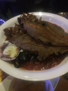 Crispy fish on top of those yummy mussels@